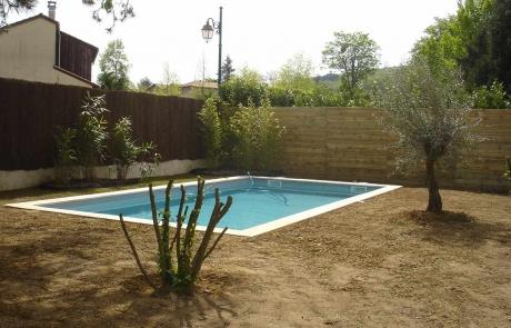 Travaux de plantation / engazonnement autour d'une piscine – Pas japonais en pierre de Bourgogne (2013)